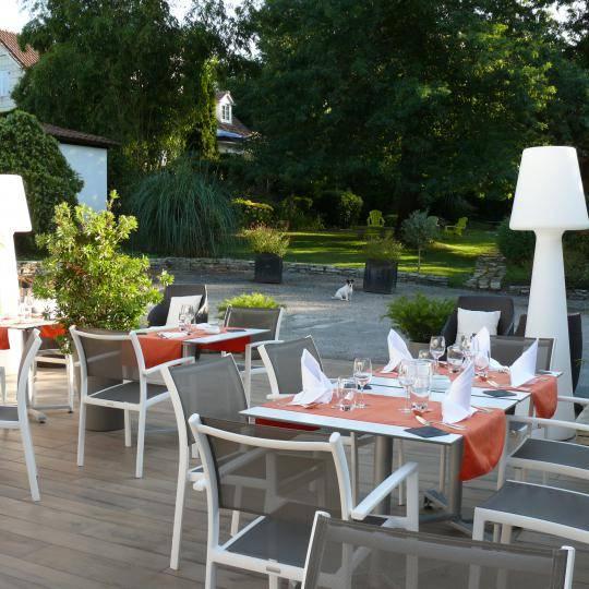Hôtel Avec Terrasse Et Parc à Bordeaux Hôtel Les Criquets